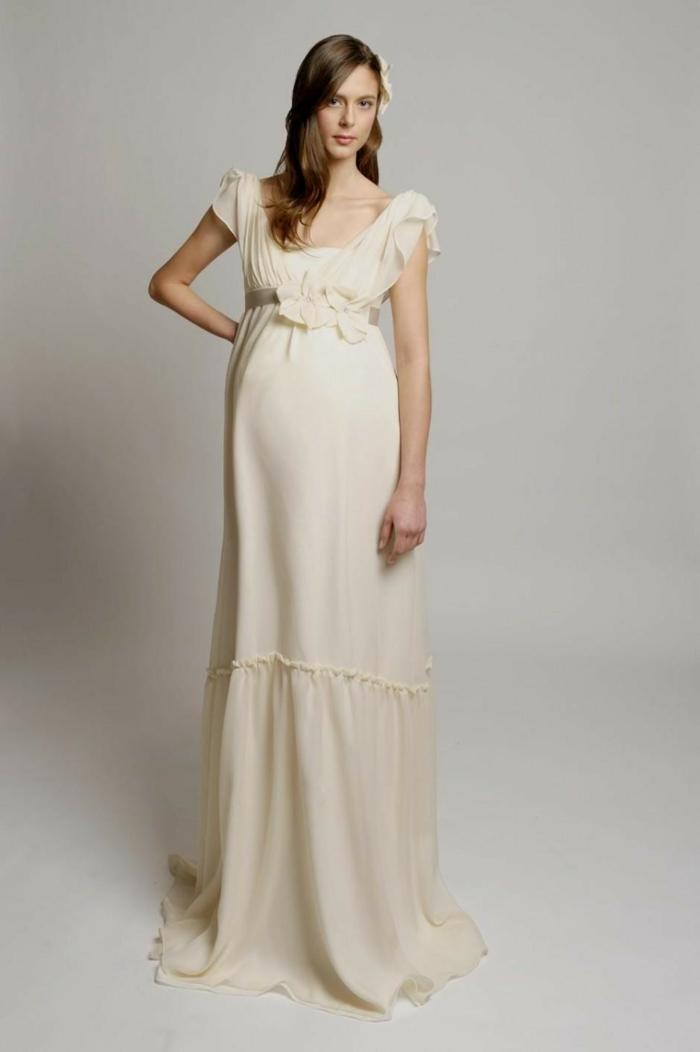Brautkleid für Schwangere tailliert