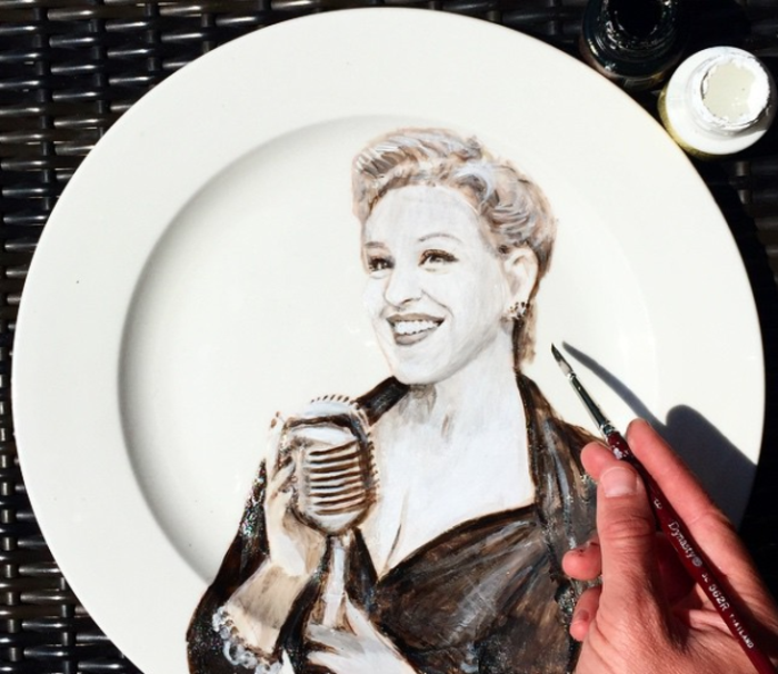 Jacqueline Poirier plart teller portraits porzellan bemalen
