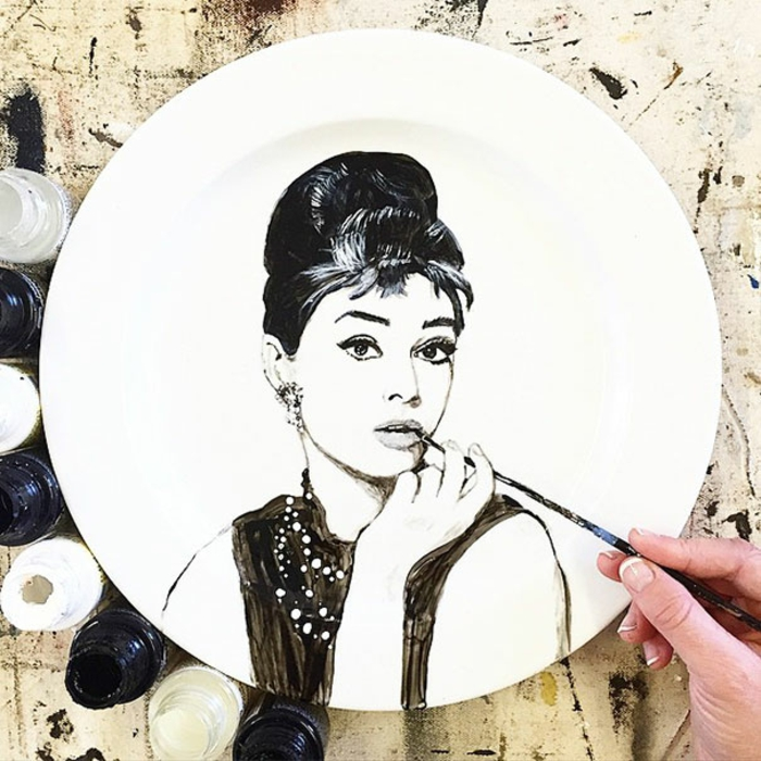 Jacqueline Poirier plart teller porzellan bemalen audrey hepburn