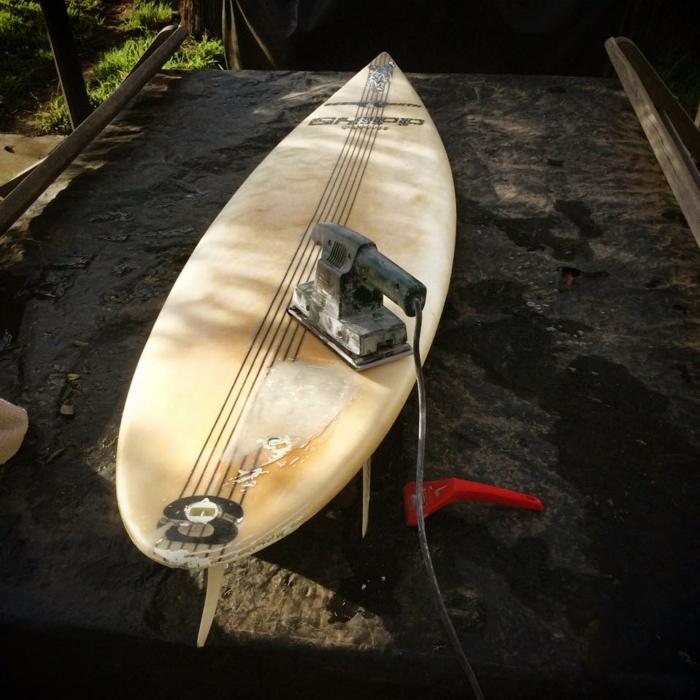 Jarryn Dower Art&Design altes surfbrett bearbeiten