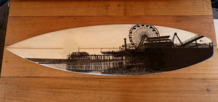 Jarryn Dower Art&Design altes surf brett bemalen stadtansicht