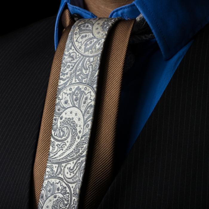 Krawatte binden Anleitung onassis knoten fertig