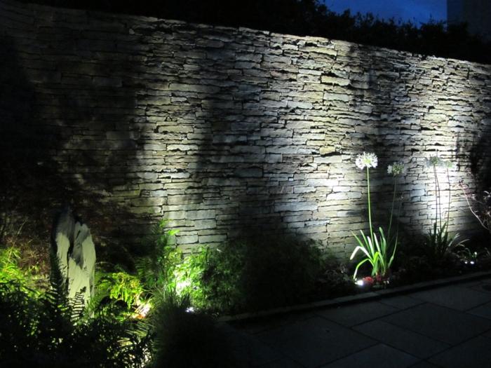 LED Beleuchtung Garten gehweg Mauer