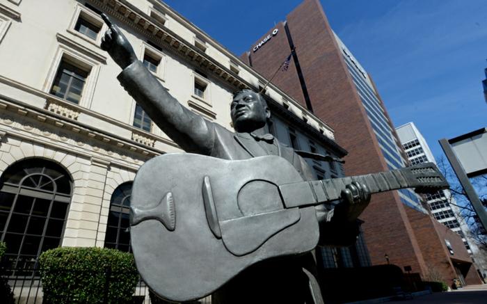 Lead Belly statue mit gitarre promi news