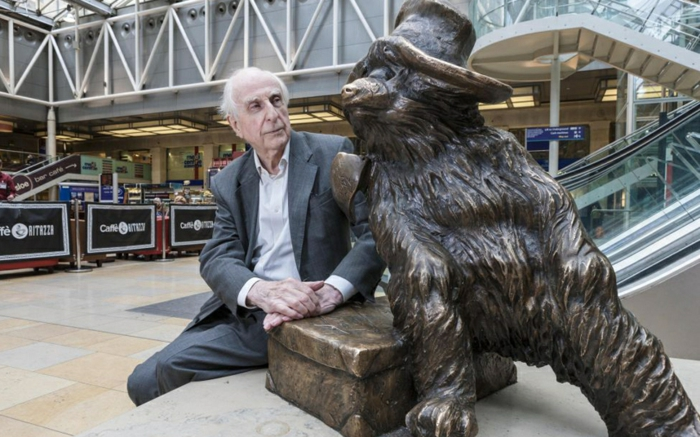 Michael Bond Paddington Bär statue prominews