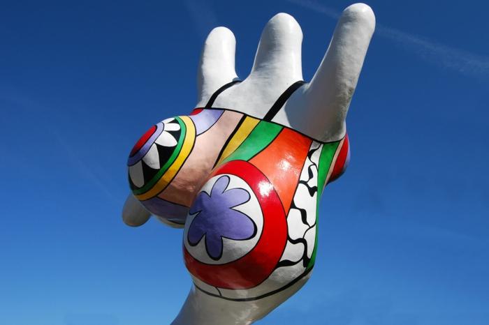 Niki de  saint Phalle die grösste nana weiss