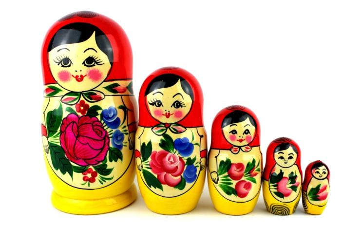 russische puppen frauen kult spielzeug oder nur souvenir. Black Bedroom Furniture Sets. Home Design Ideas