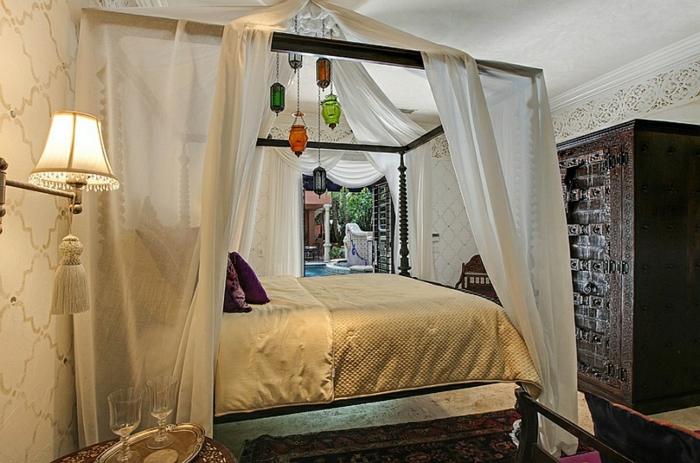 Schlafzimmer Design himmelbett bunte lichter