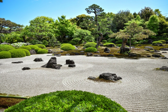Steinfiguren für den Garten Moos Stein übersicht