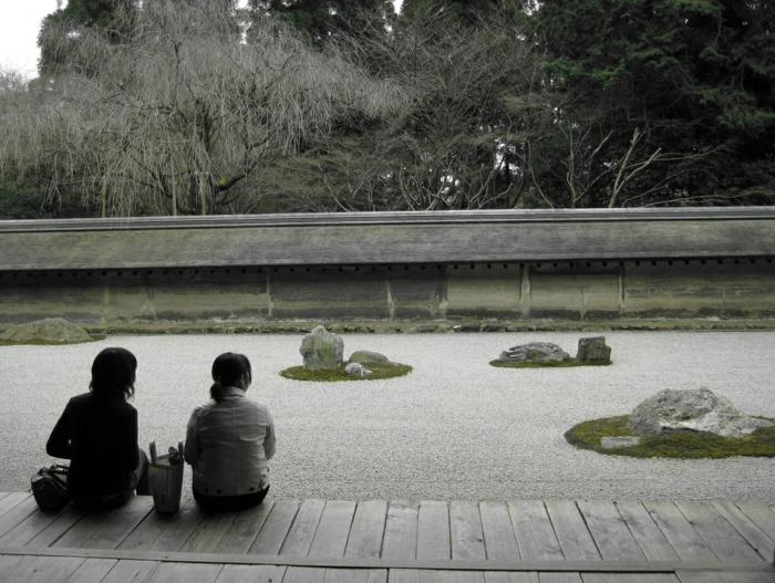 Steinfiguren für den Garten Moos Stein besucher
