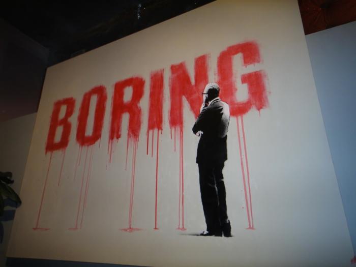 Streetart Künstler Banksy boring