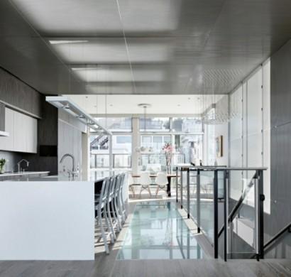 wohnungseinrichtung loft küche holzboden ziegelwand kochinsel indirekte beleuchtung