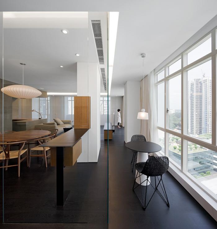 Wu Residence singapur industrial möbel glas raumteiler