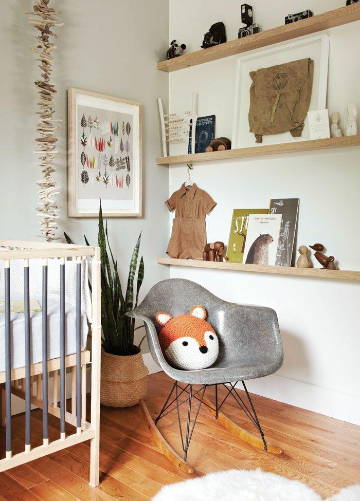 babyzimmer ideen babybett wandgestaltung holzregale holzboden