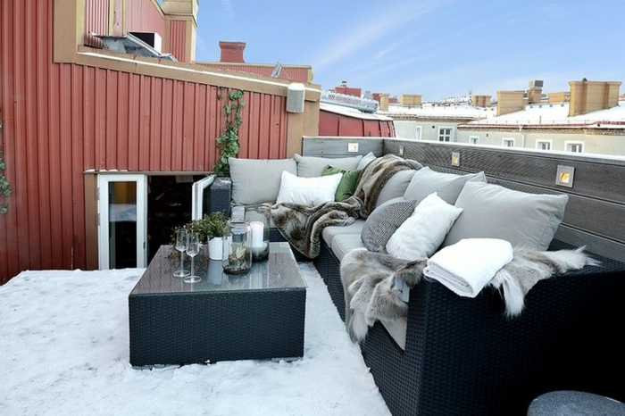 balkongestaltung ideen eleganter look schwarze balkonmöbel weißer teppich