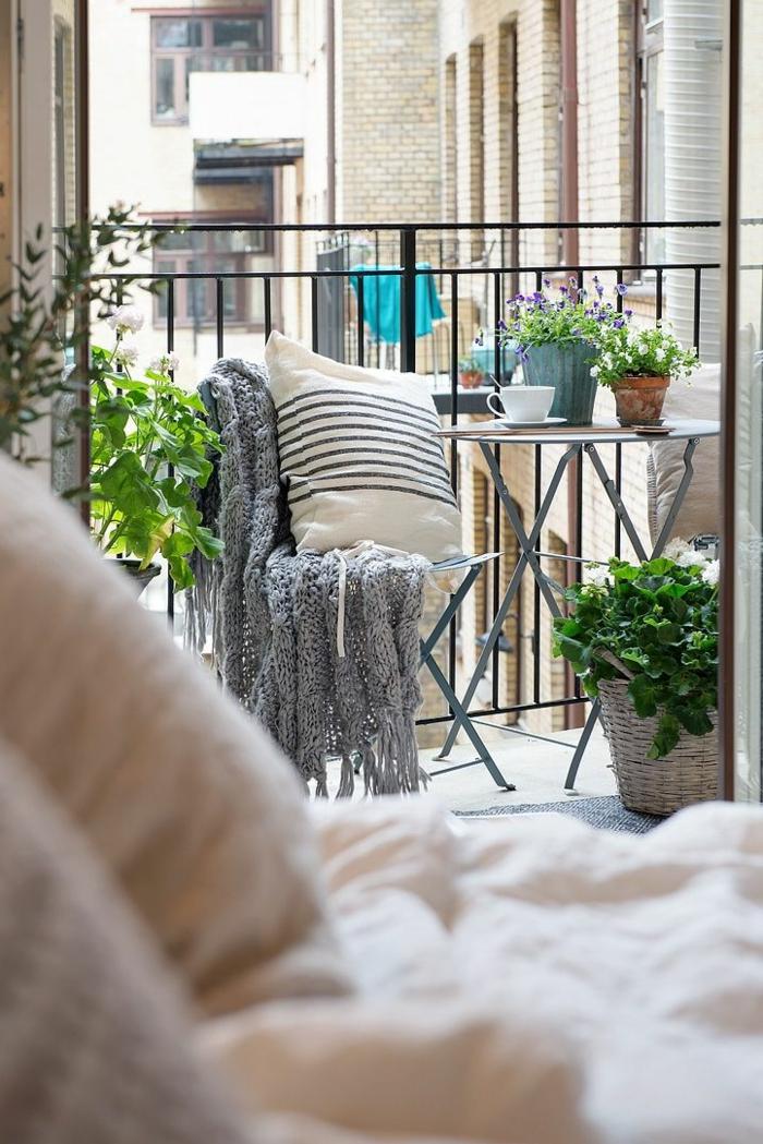 balkongestaltung ideen kleiner raum gemütlich skandinavisch