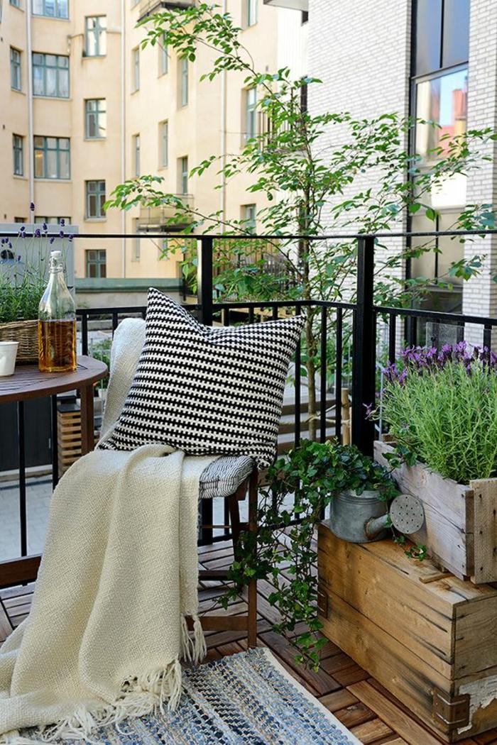 balkongestaltung skandinavisches design frisch gemütlich