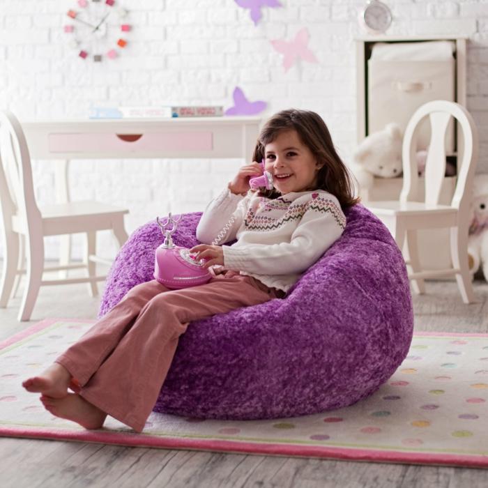 coole möbel kinderzimmer lila sessel sitzpuffs