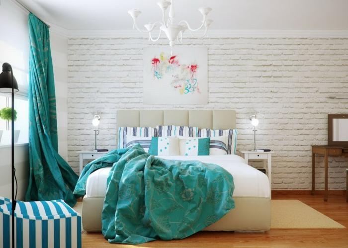 deko ideen schlafzimmer bild ziegelwand lange grüne gardinen