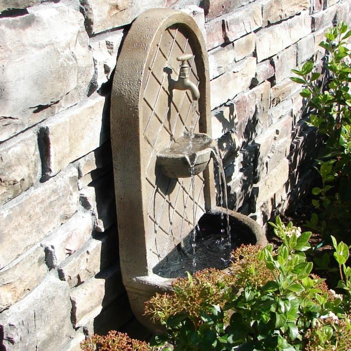 den garten verschönern gartenbrunnen wand pflanzen