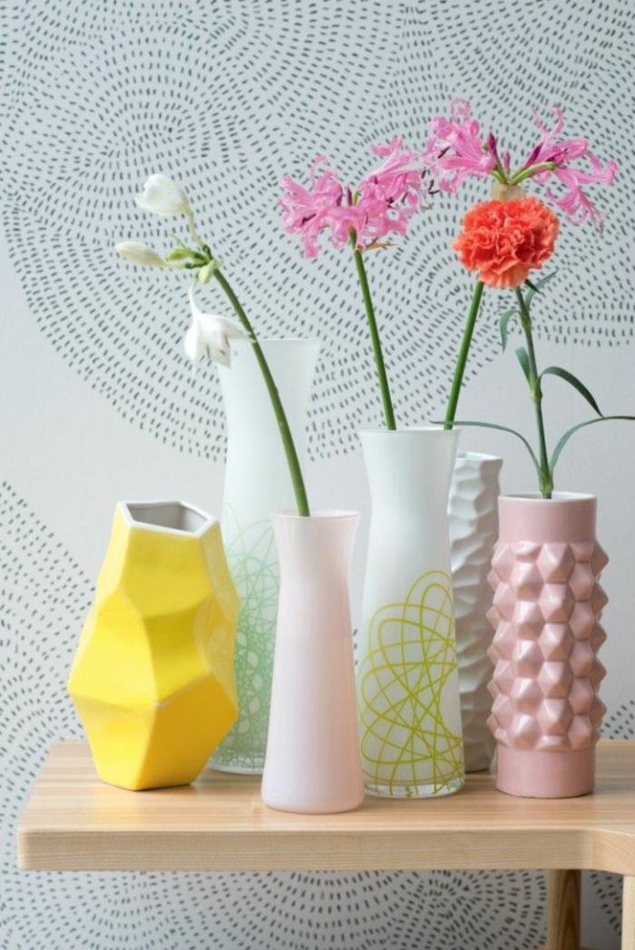 farbgestaltung ideen pantone farben gelb deko vasen