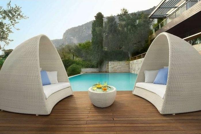 garten lounge möbel rattanmöbel pool holzdielen terrasse