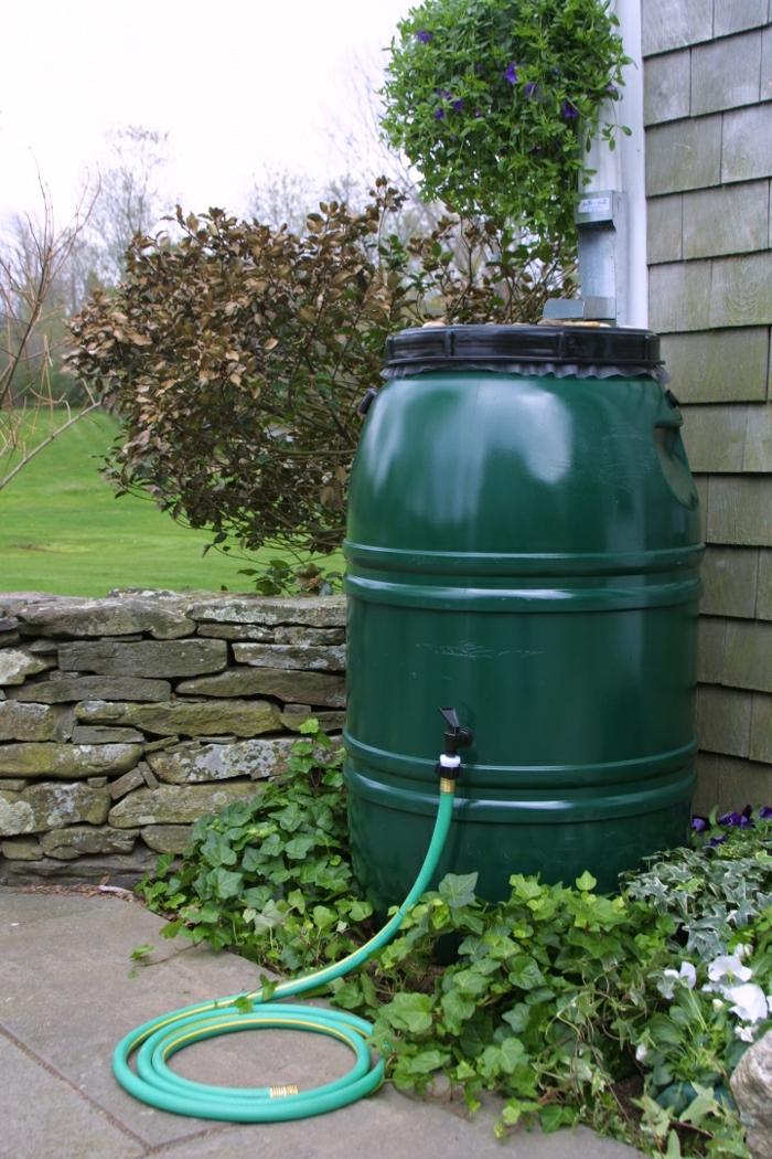 gartenbewässerung regenwasser sammeln garten gestalten
