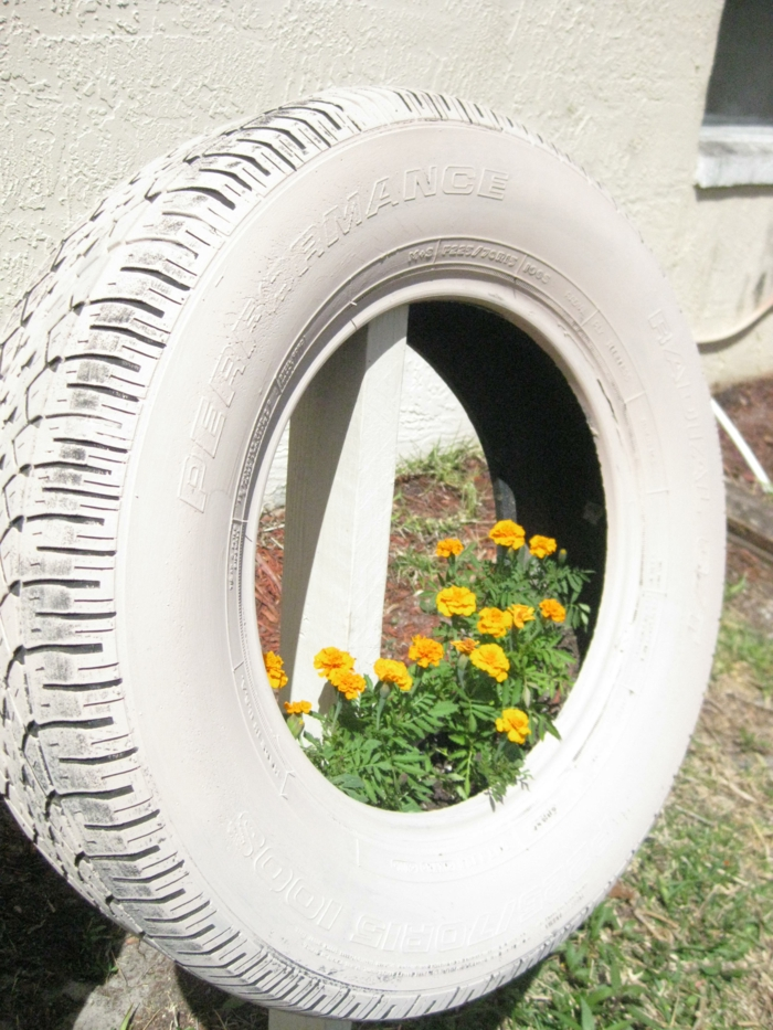 Gartendeko Selber Machen Alte Autoreifen Bemalen Pflanzen