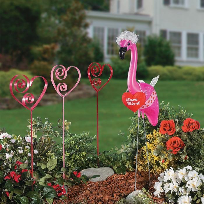 gartendekorationen garten verschönern valentinstag flamingo herzen