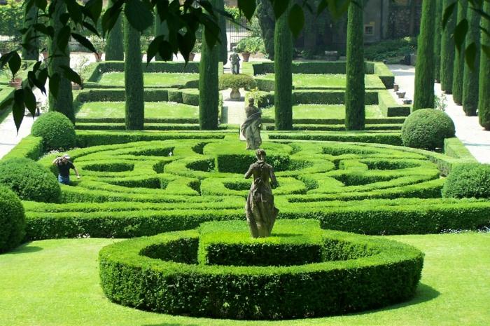 gartengestaltung beispiele labyrinth grün
