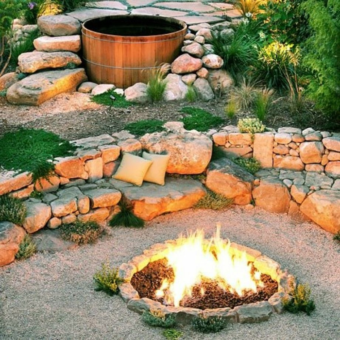 gartengestaltung steine runde feuerstelle altes weinfass