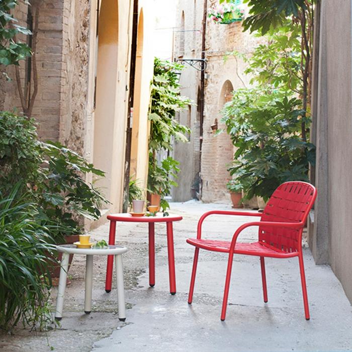gartenmöbel-set-designer-möbel-beistelltisch-rote-stühle