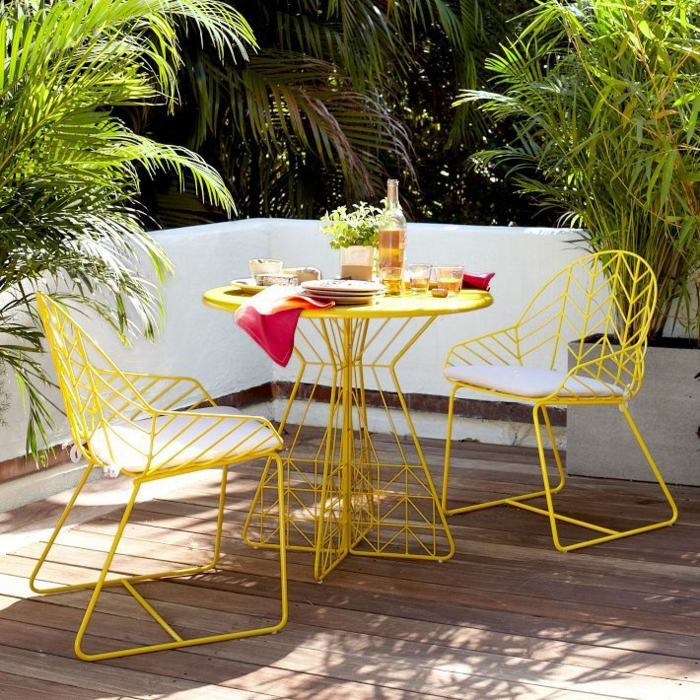 gartenmöbel-set-designer-möbel-elegantes-design-metall-gelb