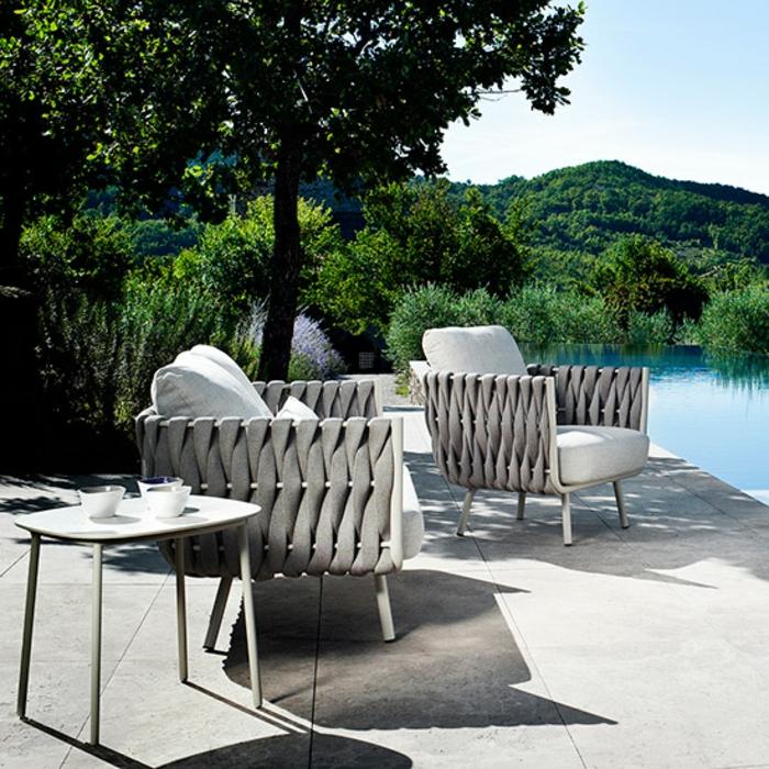 gartenmöbel-set-designer-sessel-beistelltisch-am-pool