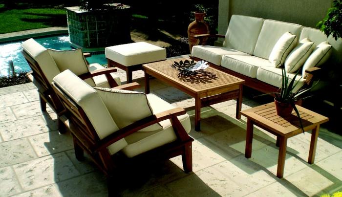 Gartentisch aus Holz - Klassisches Möbelstück im modernen Garten