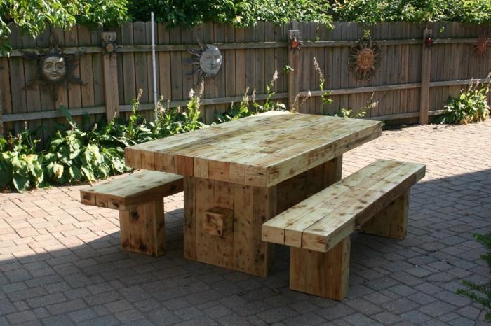 Garten gestalten mit holz  Gartentisch aus Holz - Klassisches Möbelstück im modernen Garten
