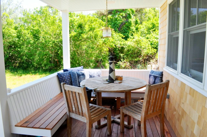 Gartentisch aus holz klassisches m belst ck im modernen for Gartennischen gestalten