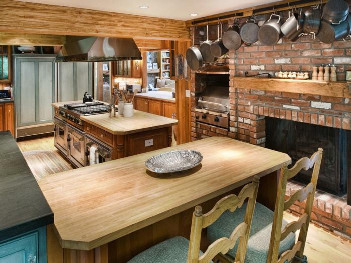 küchen im landhausstil esstisch kücheninsel holzbalken