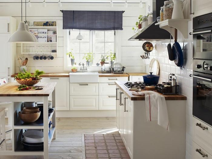 küchen im landhausstil gemütlich hell weiße wandfliesen