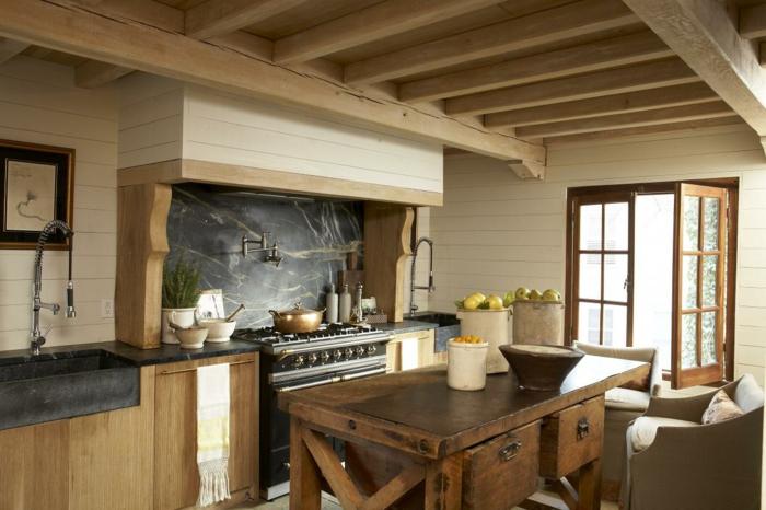küchen im landhausstil hölzerner rustikaler esstisch schöne wandgestaltung