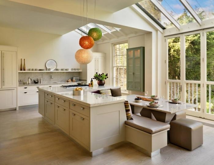 küchendesign helles ambiente offene regale sitzbank