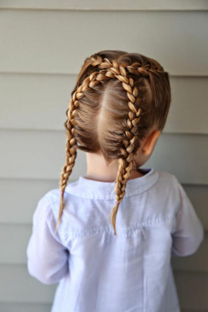 Nena de cabello corto se deja coger en el suelo - 3 4