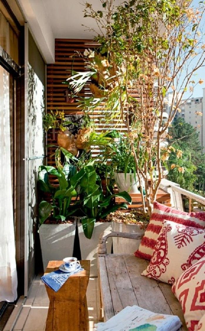 kleine terrasse gestalten holzmöbel topfpflanzen wohlfühloase