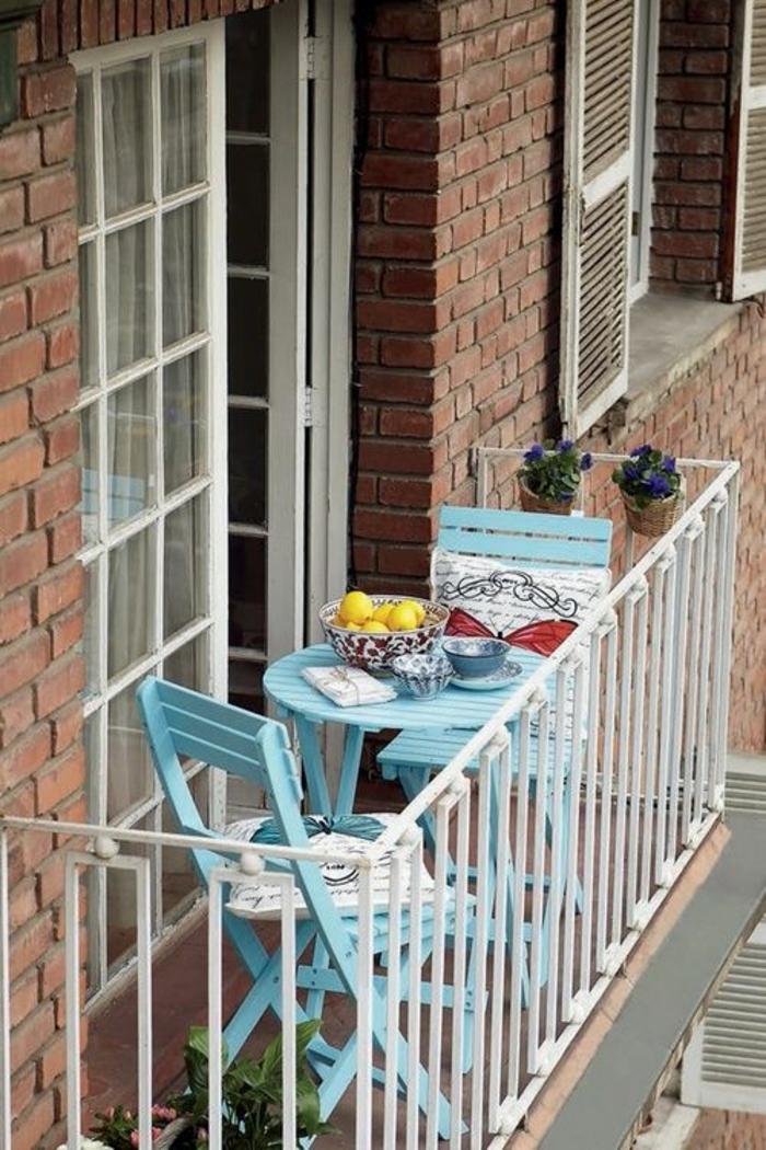 kleine terrasse gestalten praktische klappmöbel stühle wohlfühloase