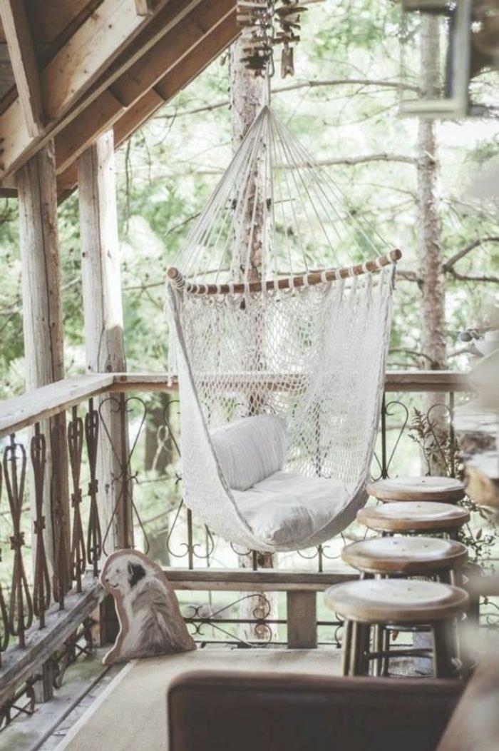 kleine terrasse gestalten rustikale gartenmöbel schaukel wohlfühloase