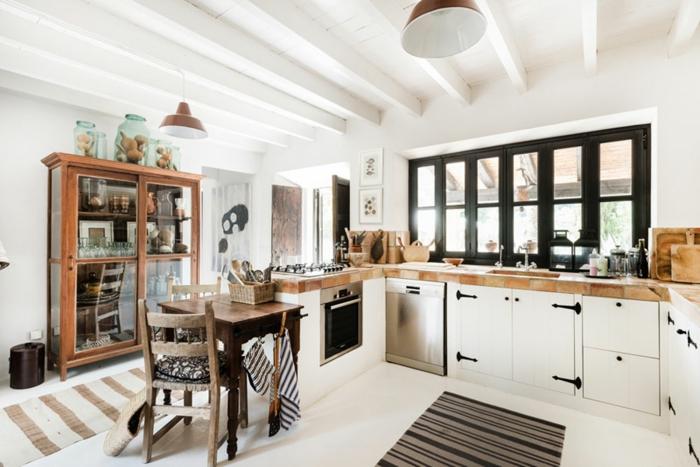 landhausküche modern teppichläufer streifen holz
