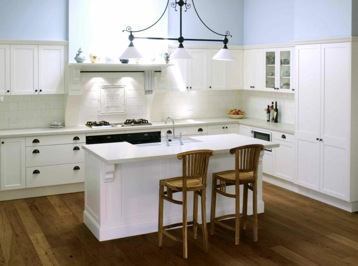 landhausküche weiße einrichtung kücheninsel beleuchtung