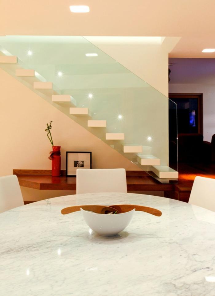led treppenbeleuchtung modernes treppenhaus gläsernes treppengeländer