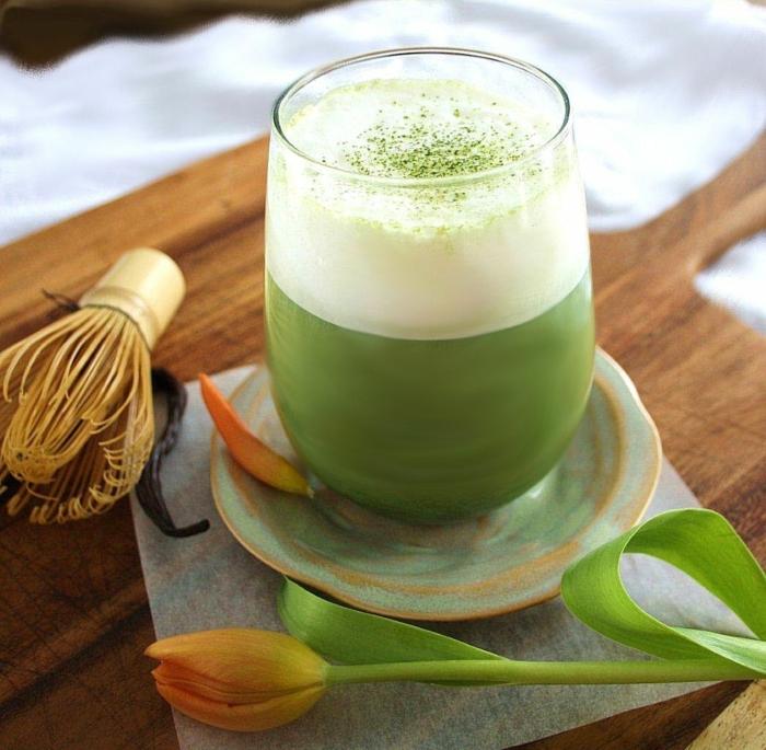 grüner tee gesund getränk sojamilch