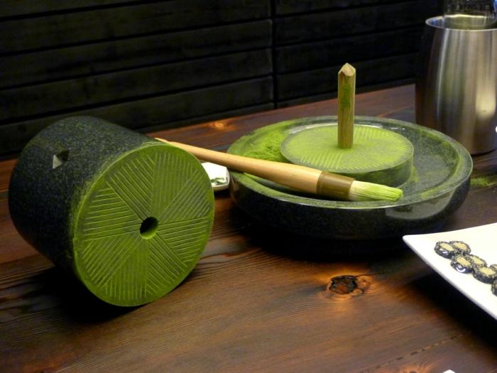 grüner tee traditionelle japanische teemühle